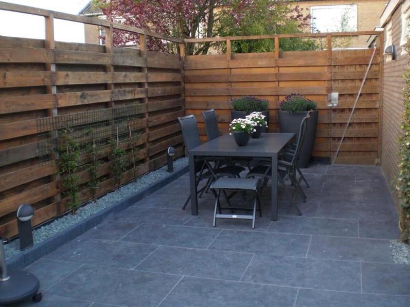 Tuin met tegels a van spelde hoveniers keramische buitentegels
